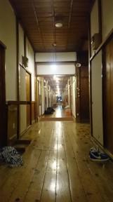 酸ヶ湯自炊棟6号館の風情ある廊下