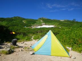 宿はワンポールテント、軽くて、広くて使えます。