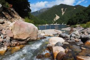 ヌクイ谷の河口