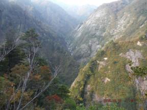 7:23 取水口から150メートル位登って、下の滝沢か