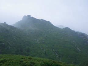 霞む宮之浦岳