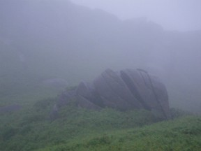 山には色々な巨岩がある