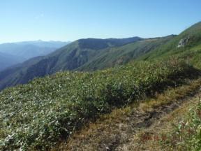9:11   三岩岳避難小屋上部り大戸沢岳~会津駒の稜線