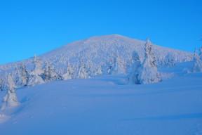 夕日を浴びる大岳