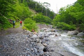 小屋付近の野呂川