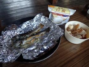 岩魚のホイル焼きと鶏肉と高野豆腐の煮物