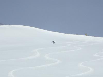 黒沢岳の斜面は私達だけで独占