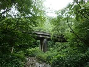退渓場所の橋。これも古そう。
